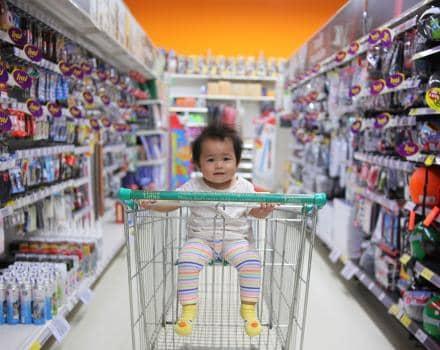 dziecko-w-sklepie