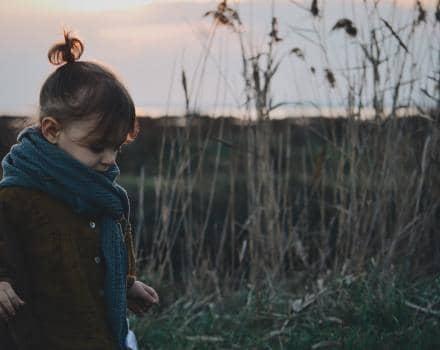 dziewczynka-w-lesie