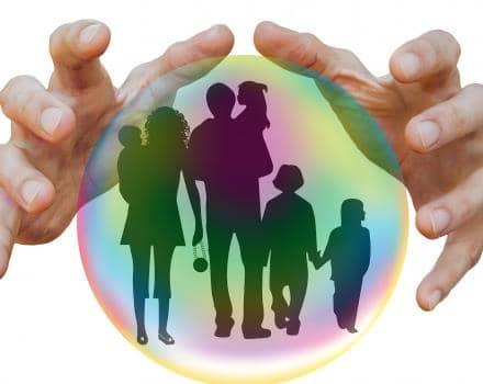 Indywidualne ubezpieczenie na życie czy polisa grupowa – co wybrać?